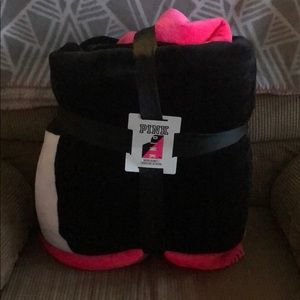 NWT PINK Sherpa Blanket in black white and pink